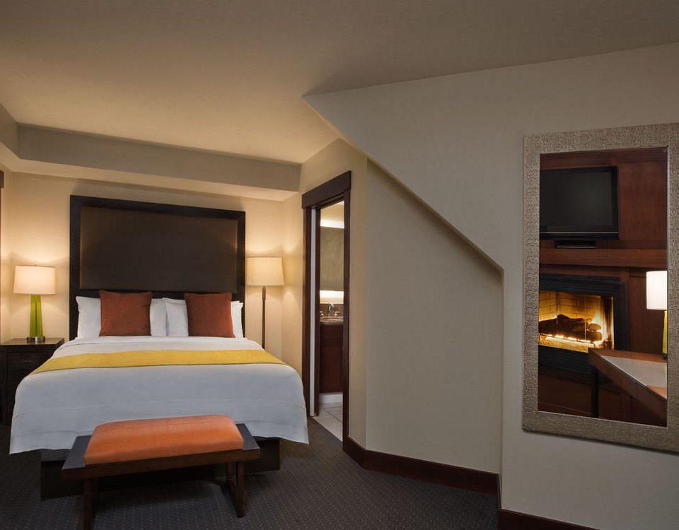 property Bedroom Suite living room home condominium flat