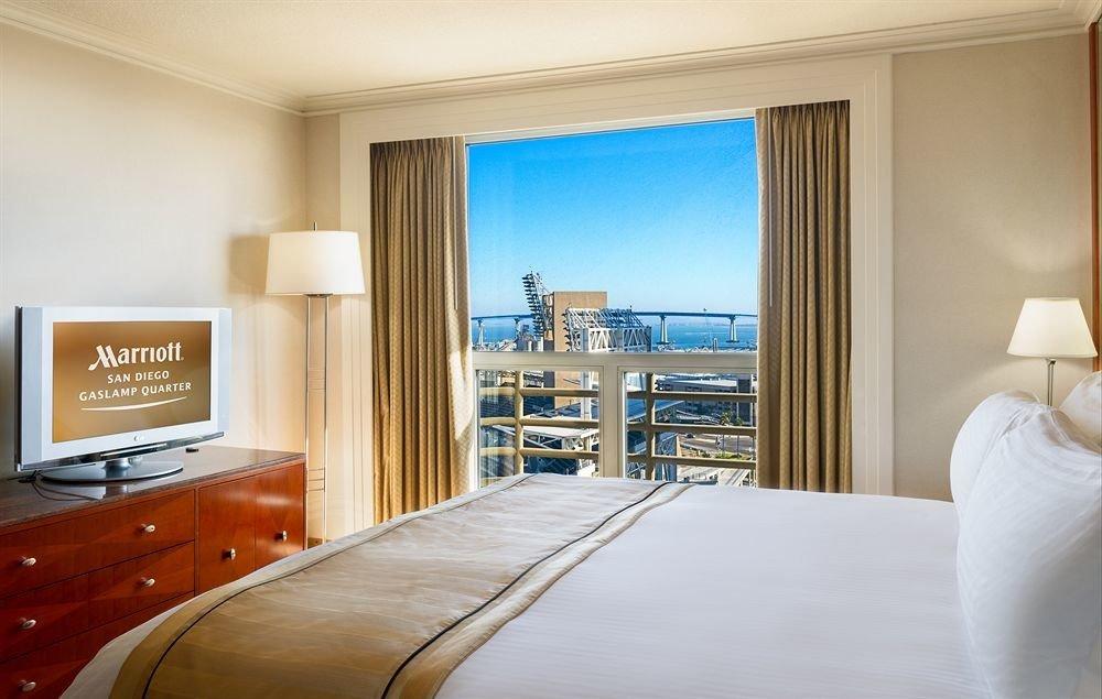 property Bedroom Suite condominium living room home flat