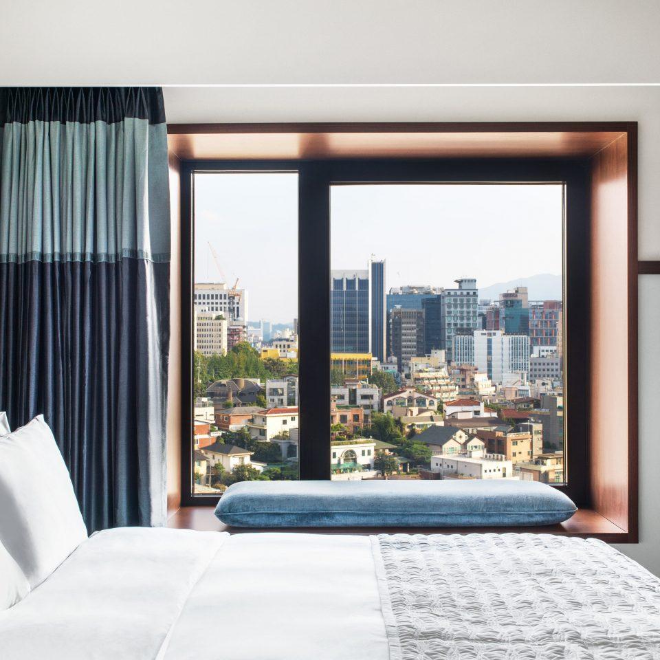 Suite Bedroom condominium home window treatment