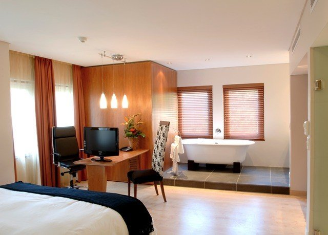 property Bedroom condominium Suite living room home
