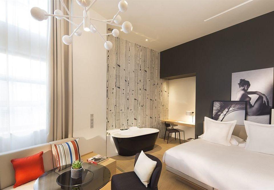 property Suite home condominium Bedroom living room