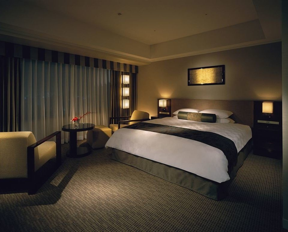 Bedroom property Suite lamp condominium
