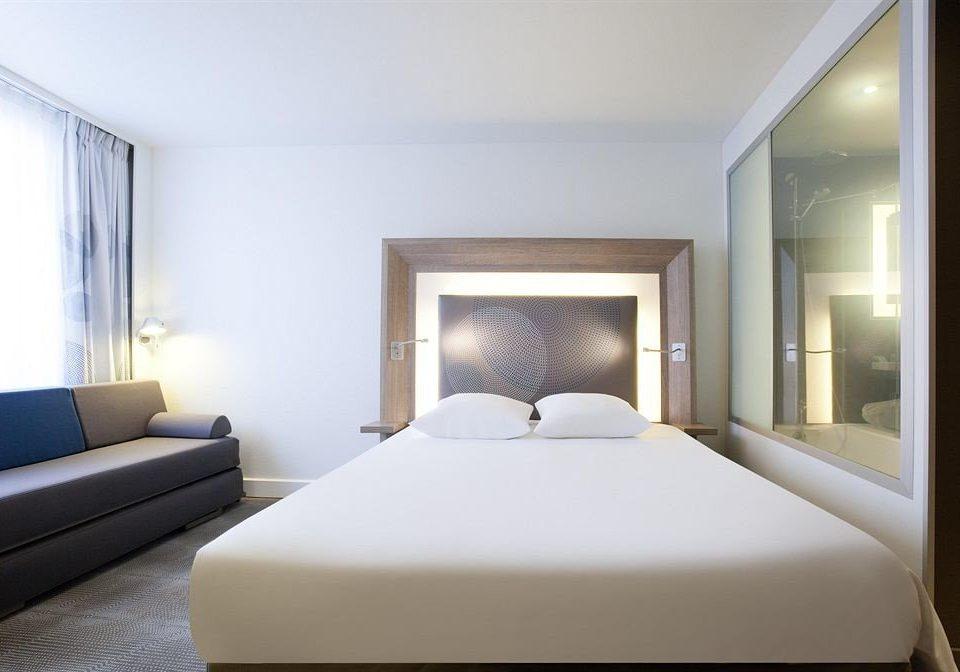 sofa property Bedroom Suite white condominium living room