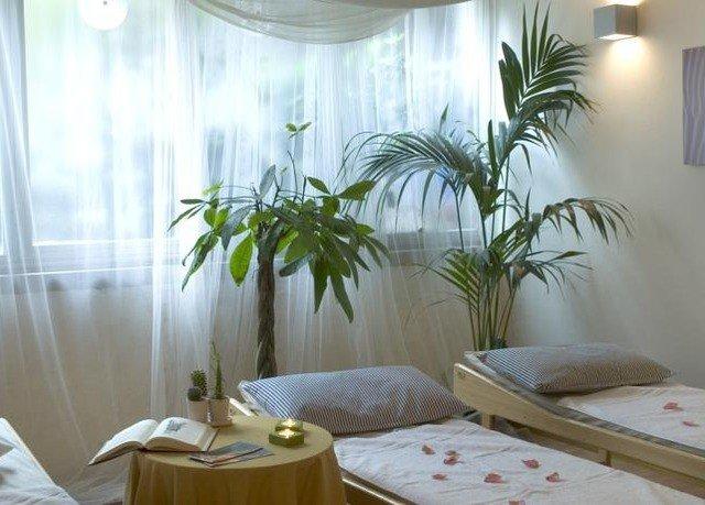 plant property condominium Suite Bedroom palm