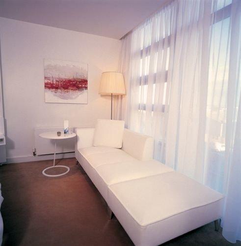 property Bedroom condominium Suite