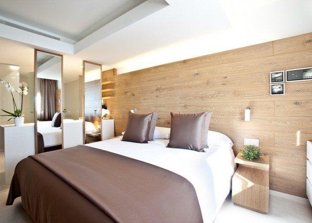 sofa property Suite Bedroom condominium