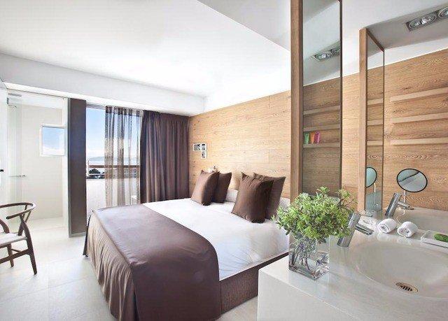 property condominium Suite Bedroom