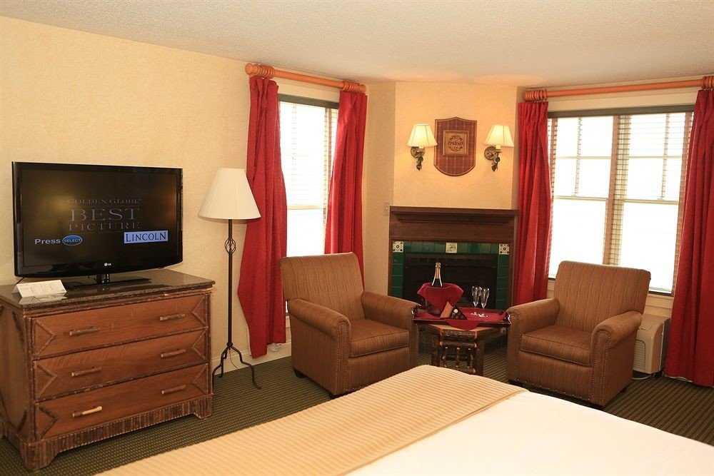 property Suite living room cottage home flat Bedroom containing