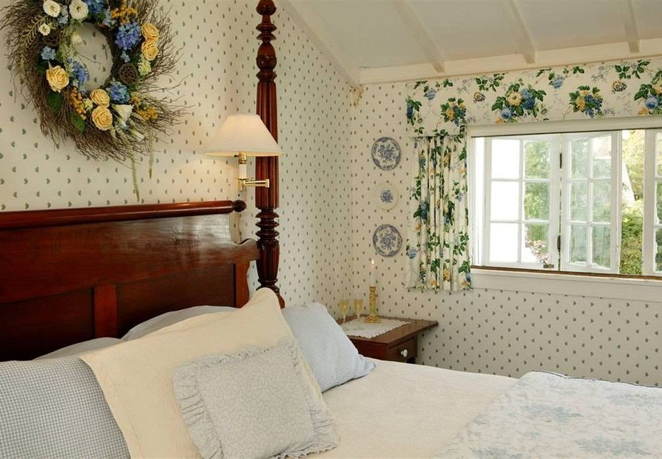 property Bedroom cottage home living room Suite containing