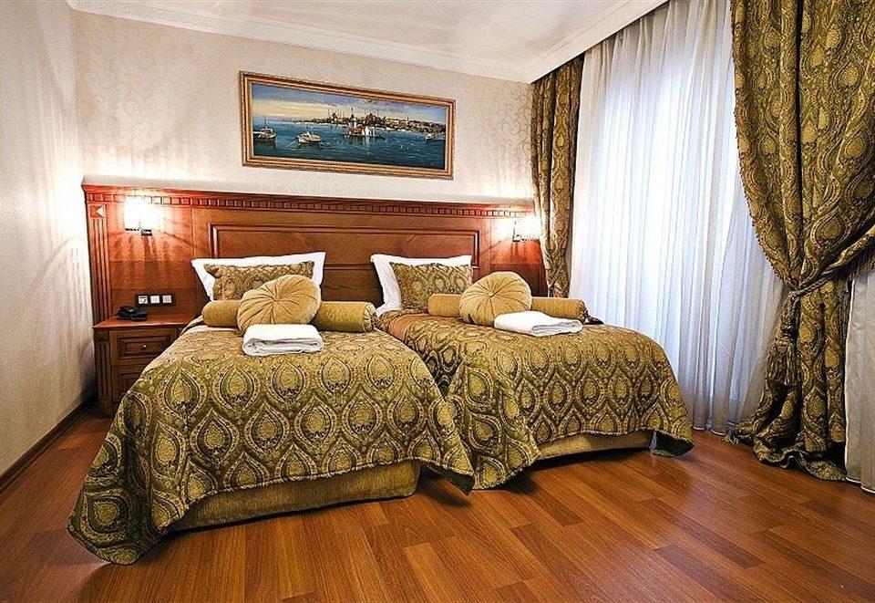 property curtain Bedroom Suite cottage hardwood