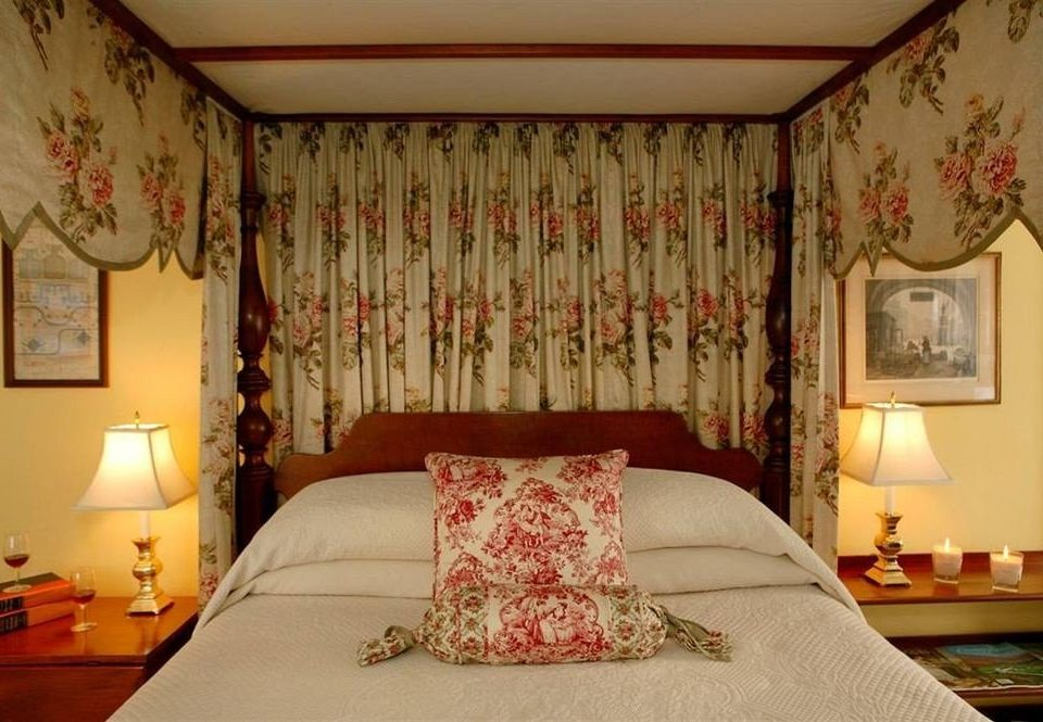 Bedroom curtain property pillow Suite cottage lamp