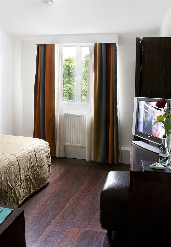 property living room home Bedroom hardwood Suite wood flooring cottage laminate flooring curtain flooring lamp flat