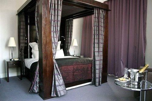 property Bedroom curtain cottage Suite loft