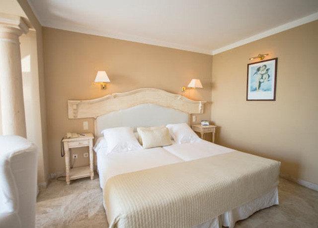 Bedroom property desk Suite cottage tan night