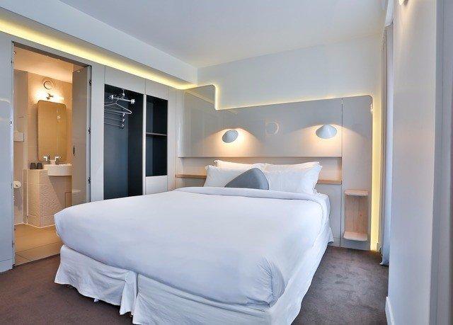 Bedroom property Suite cottage door