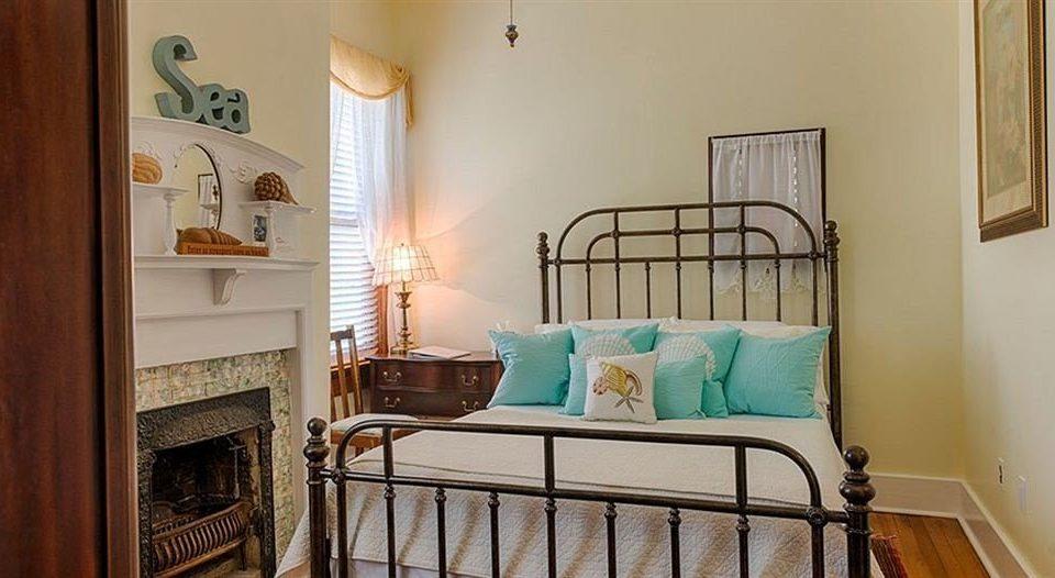 property Bedroom cottage home hardwood living room Suite farmhouse