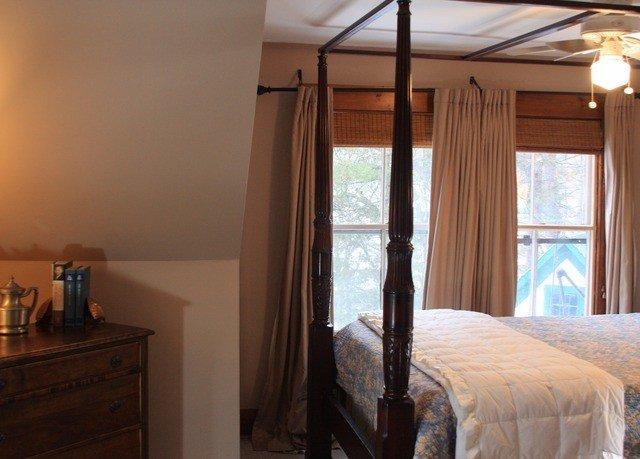 Bedroom property cottage home Suite farmhouse lamp