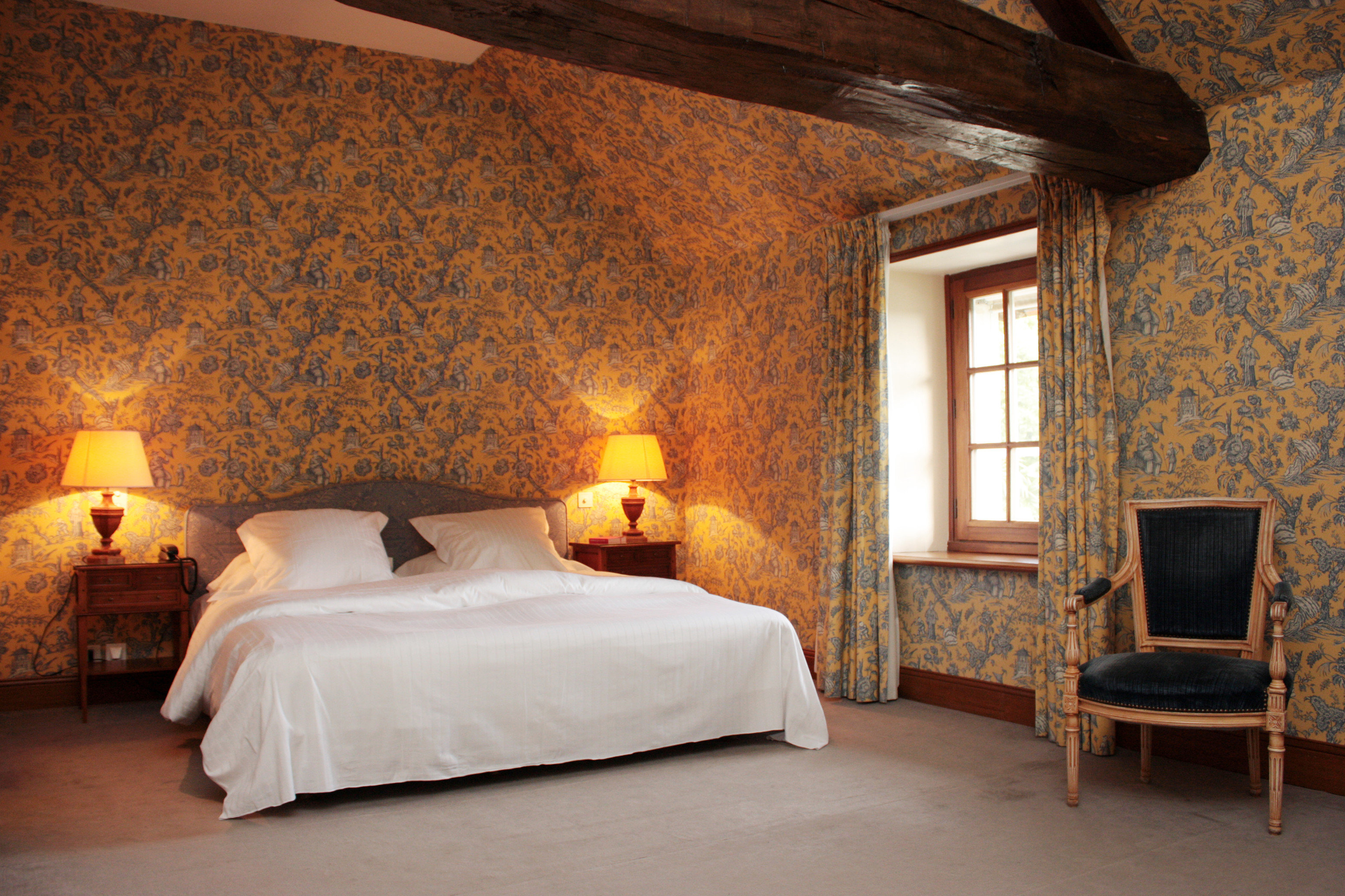 Bedroom property cottage hardwood Suite farmhouse lamp