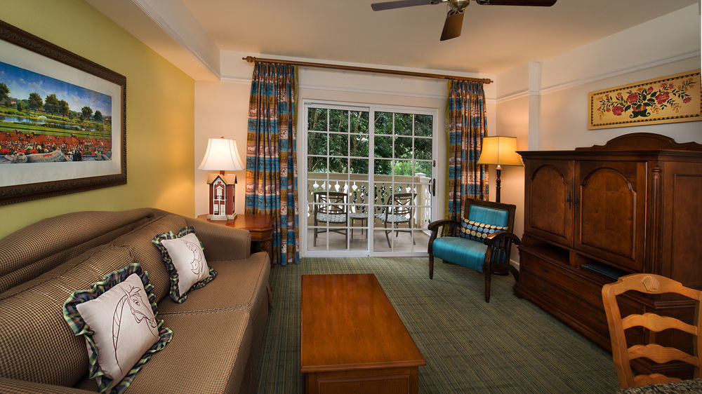 property home house living room cottage recreation room mansion Bedroom farmhouse Suite