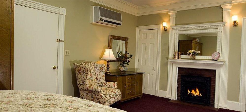 property home living room hardwood cottage Bedroom Suite farmhouse mansion