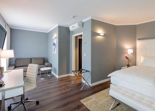 property Bedroom living room Suite home cottage flat