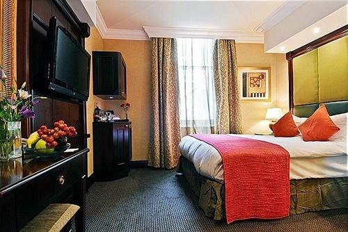 property Suite cottage living room Bedroom flat