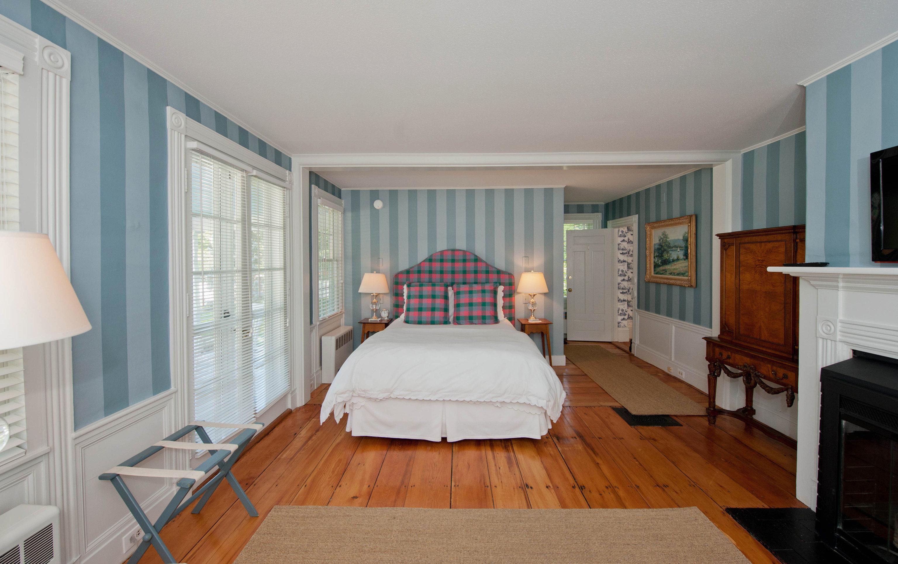 property Bedroom home living room hardwood cottage Suite flat hard