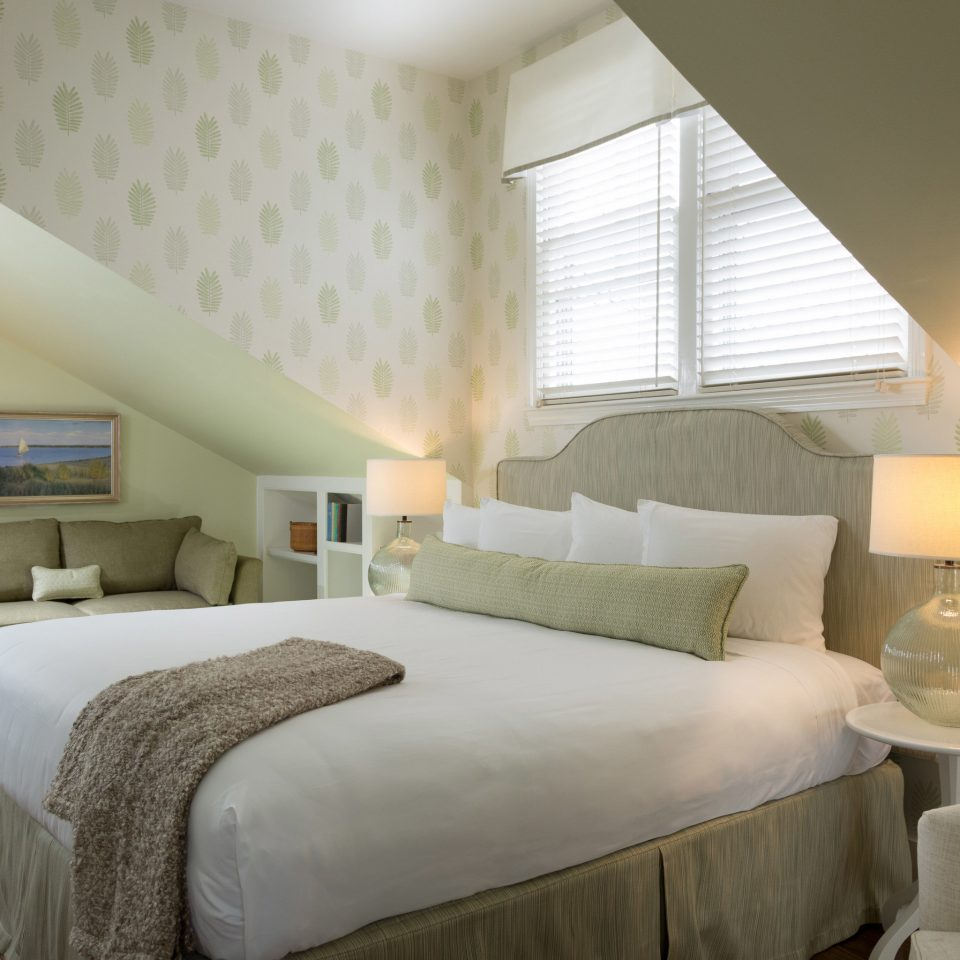 sofa Bedroom property Suite cottage lamp flat