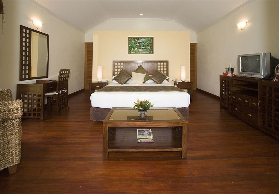 property Bedroom hardwood living room home wood flooring flooring Suite cottage laminate flooring