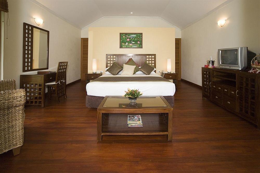 property Bedroom hardwood living room home wood flooring flooring Suite cottage laminate flooring