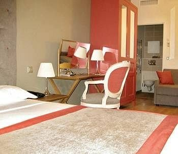 property red Suite cottage flooring living room Bedroom