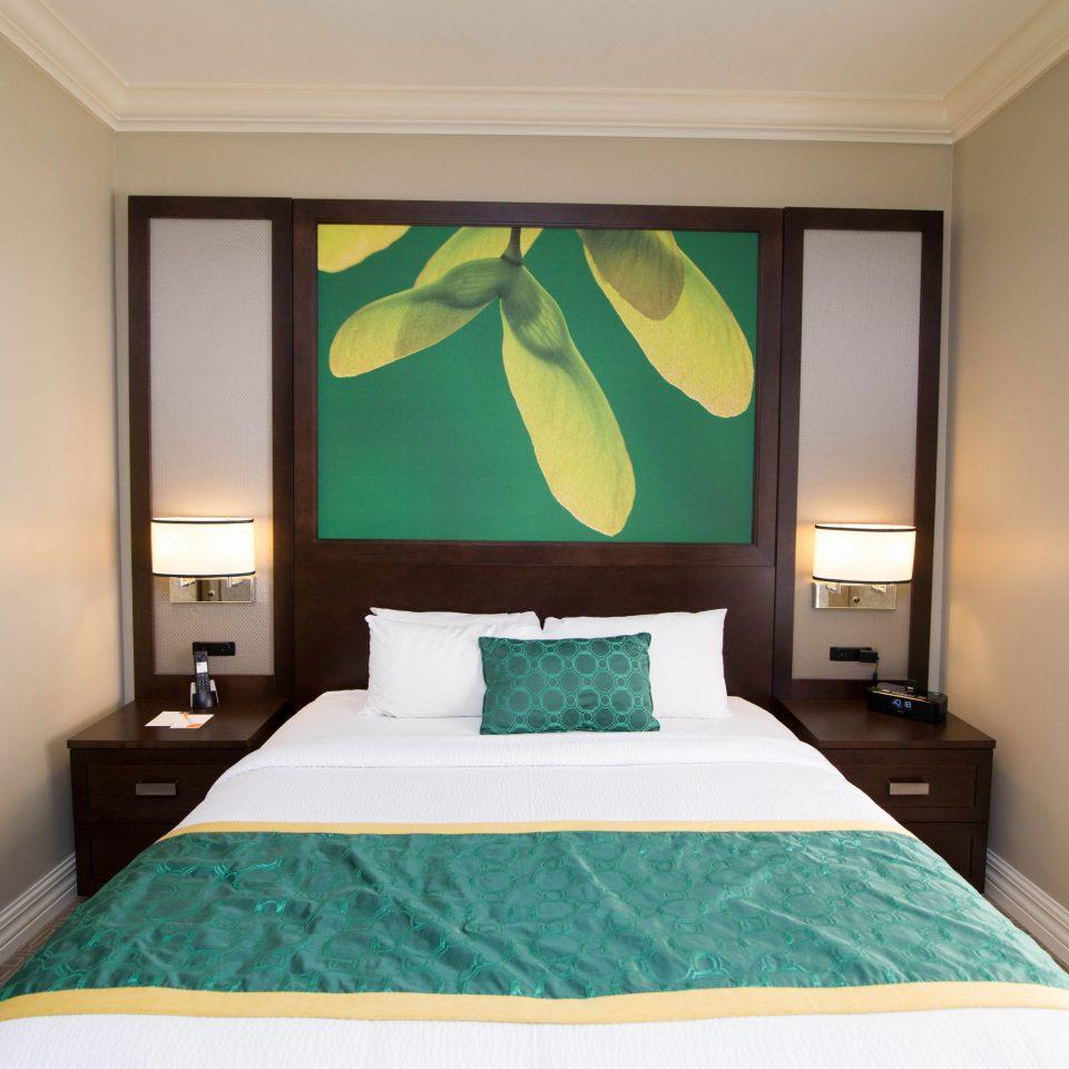 green Bedroom property Suite cottage