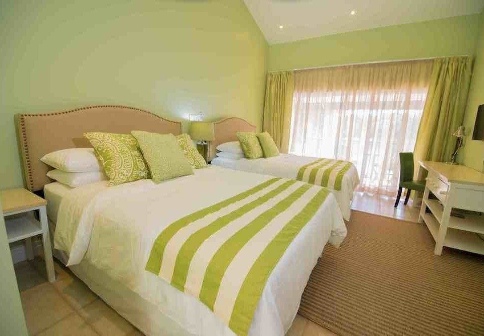 Bedroom property green cottage Suite pillow lamp