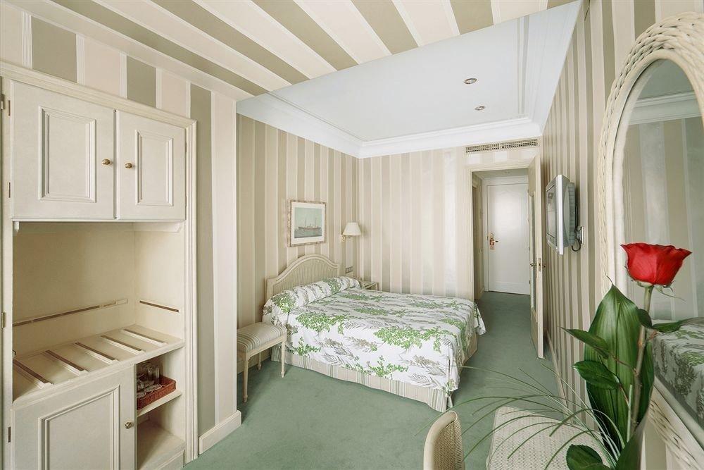 green property Bedroom home cottage Suite