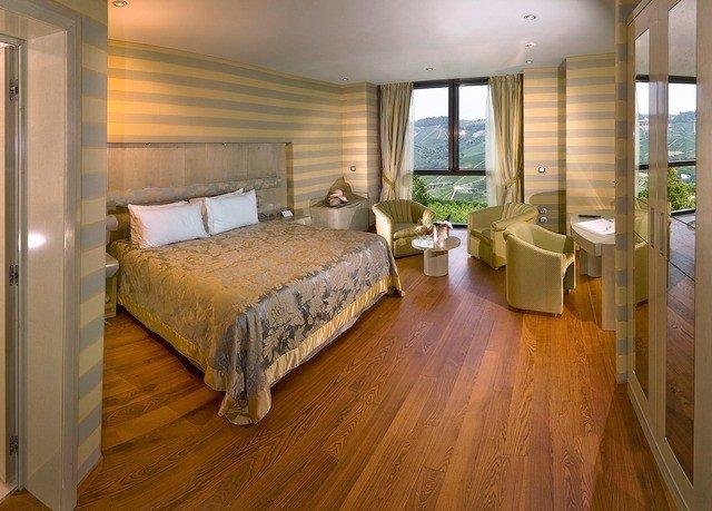 Bedroom property Suite hardwood cottage home wood flooring hard
