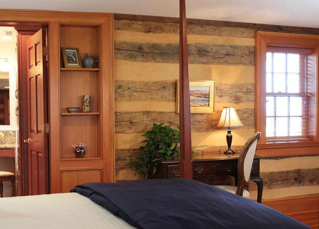 property Bedroom home hardwood cottage living room Suite