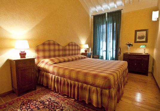 Bedroom property Suite cottage hardwood