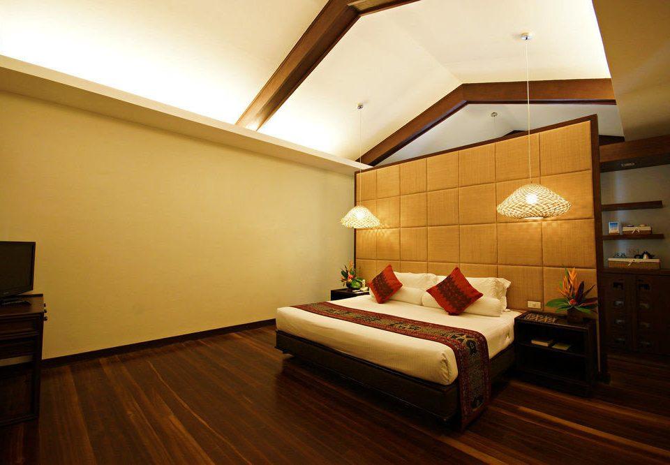 property Suite hardwood Bedroom cottage living room