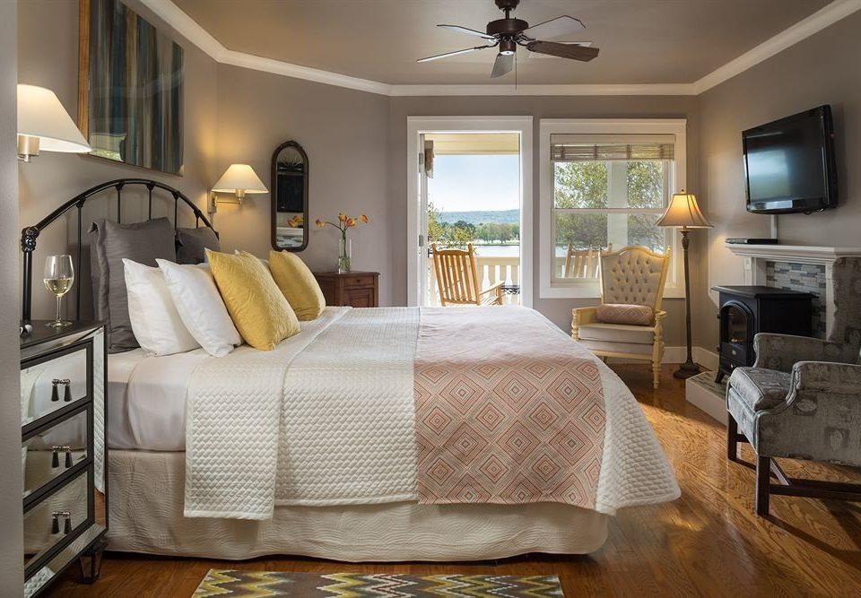 Bedroom property living room home cottage hardwood Suite