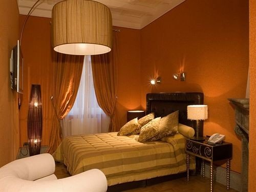sofa property Suite cottage hardwood Bedroom lamp