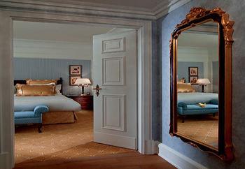 property living room Bedroom home hardwood cottage Suite