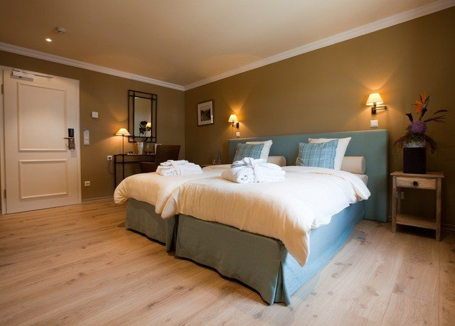 Bedroom property Suite hardwood cottage wood flooring