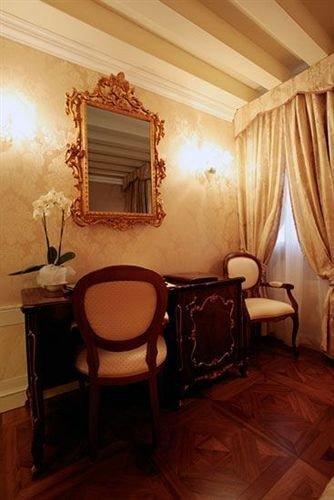 property Bedroom cottage Suite hardwood home living room