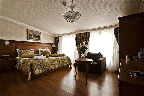property living room home hardwood Bedroom Suite cottage wood flooring