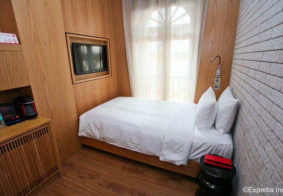 property cottage Bedroom hardwood Suite wooden