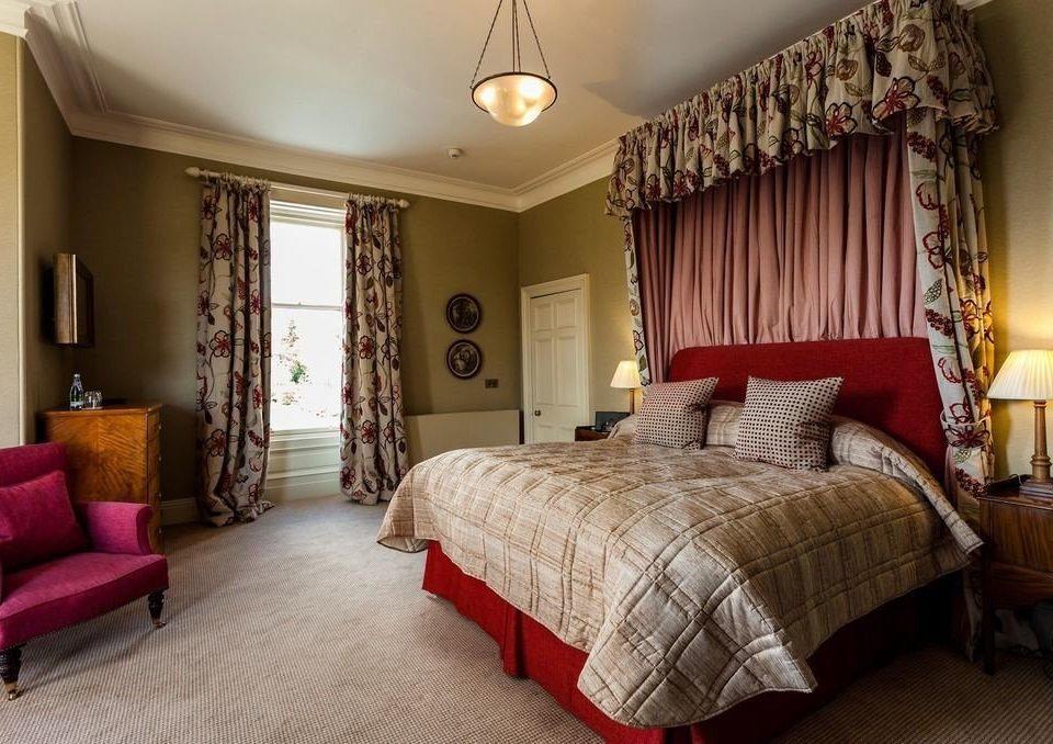 sofa Bedroom property cottage home living room Suite hardwood
