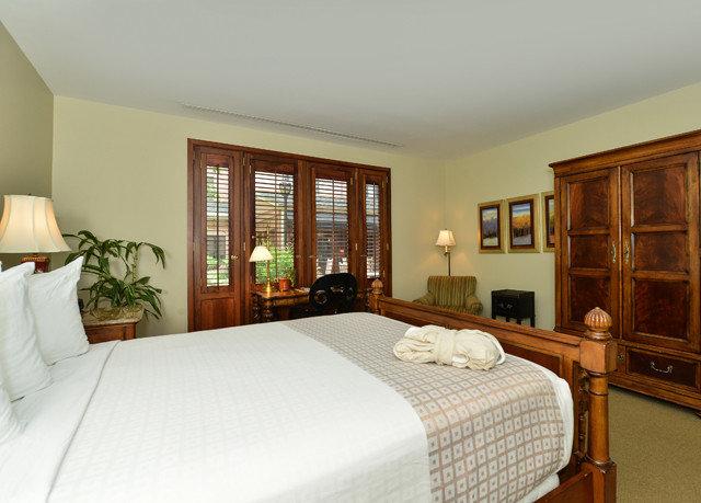 Bedroom property cottage Suite hardwood
