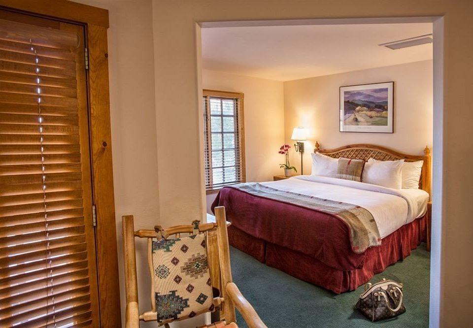 Bedroom property Suite cottage hardwood home living room