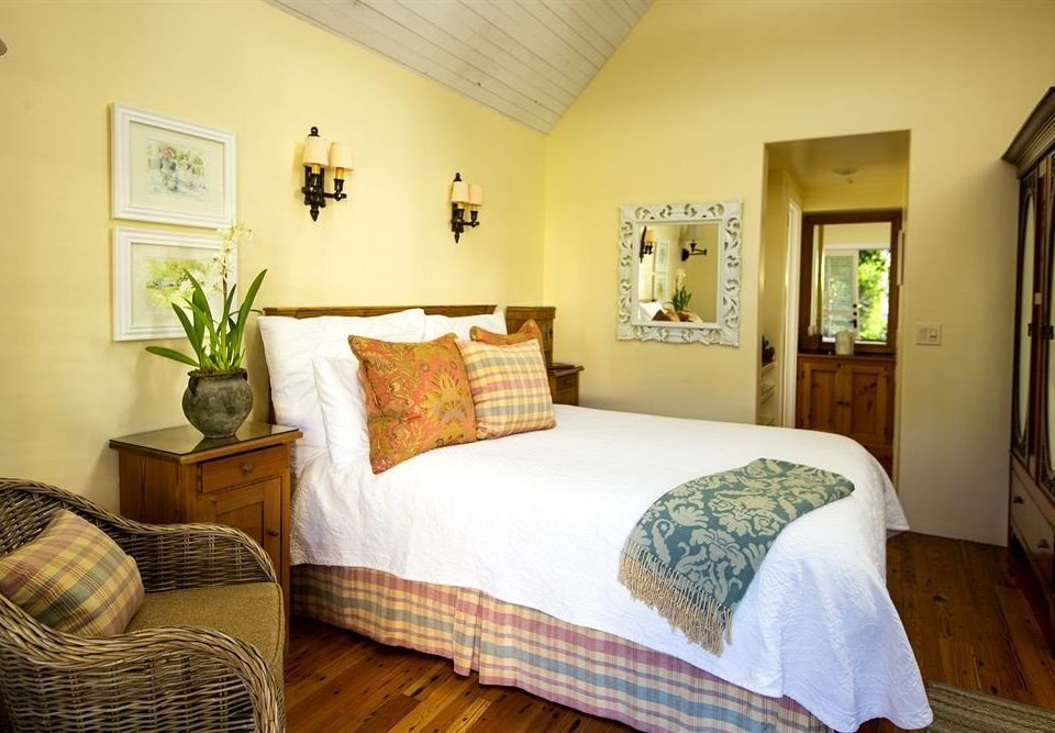 property Bedroom cottage home hardwood living room Suite