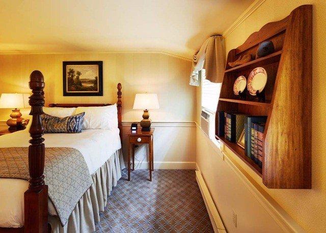 property home cottage hardwood Bedroom Suite